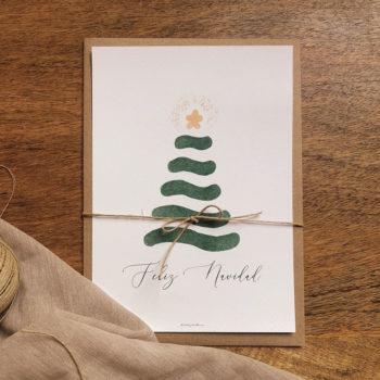 Felicitación navideña modelo ABETO. Una ilustración de un abeto con su estrella de navidad. Incluye sobre. Tamaño 15x21cms
